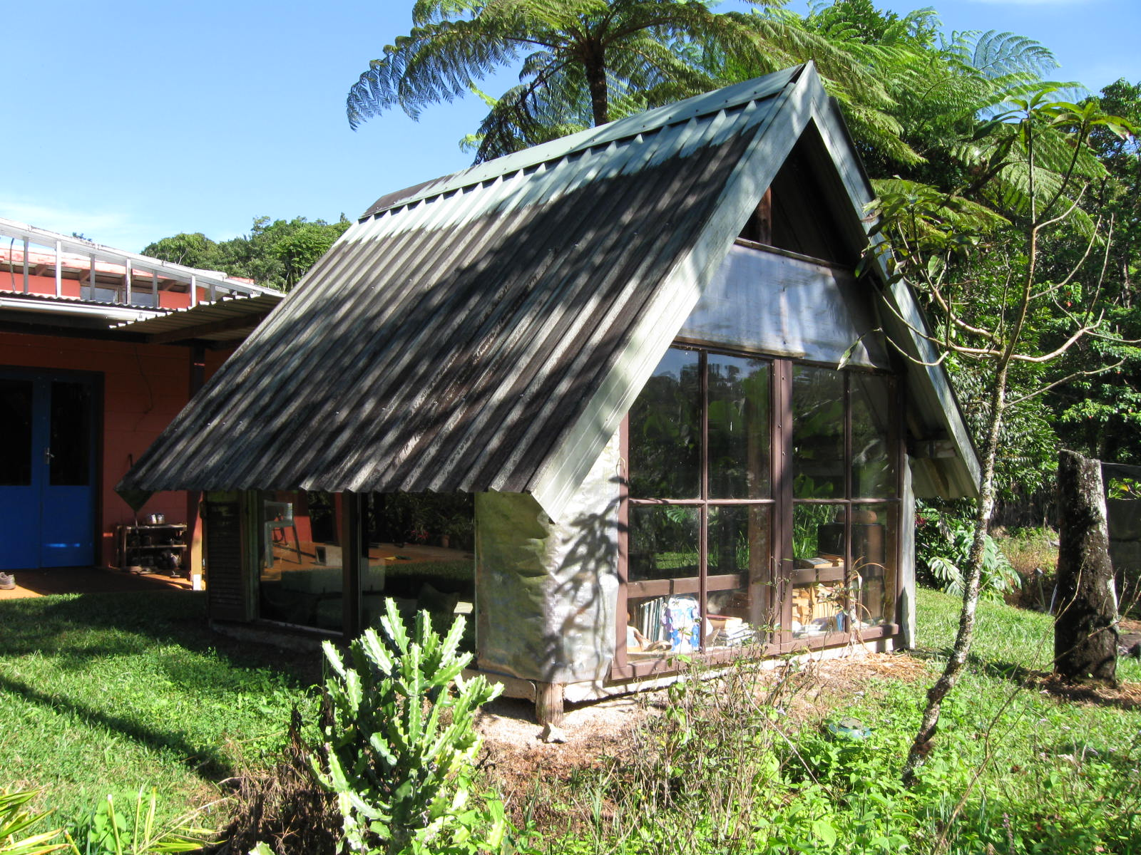 Houses Built With Recycled Materials : The smoke house bucket